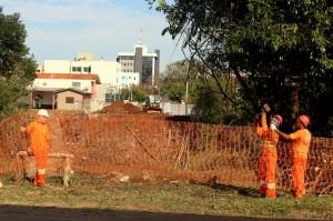 Operários e máquinas iniciaram nesta semana as obras para construção da nova ponte sobre o rio Marrecas, ligando o Cristo Rei ao Centro