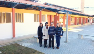 Maristela Gevieski, Joice Masetto, Aldair Cambui e Juceliane Chiapetti, da Secretaria de Educação, acompanham a finalização das obras na escola