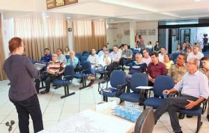 Encontro entre equipes que acompanham o processo de reformulação do plano definiu a realização das oficinas temáticas