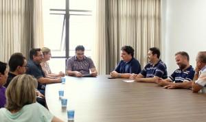 Prefeito Cantelmo Neto promulgou a lei com representantes da área assistencial do município